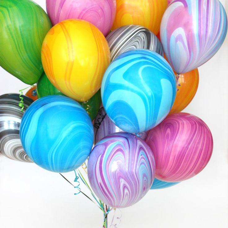 a ma fête il y aura bleu ballons, vert ballons, rouge ballons, et jaune ballons
