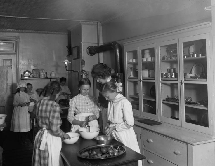 1900 Kitchen | 1900s Kitchen Pics http://www.wildriverrogues.com/2011/09/household ...
