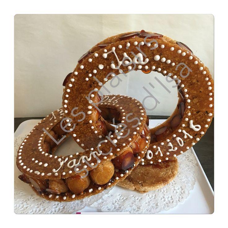 Pièce montée pate à choux nougatine Gâteau de mariage. Wedding cake.