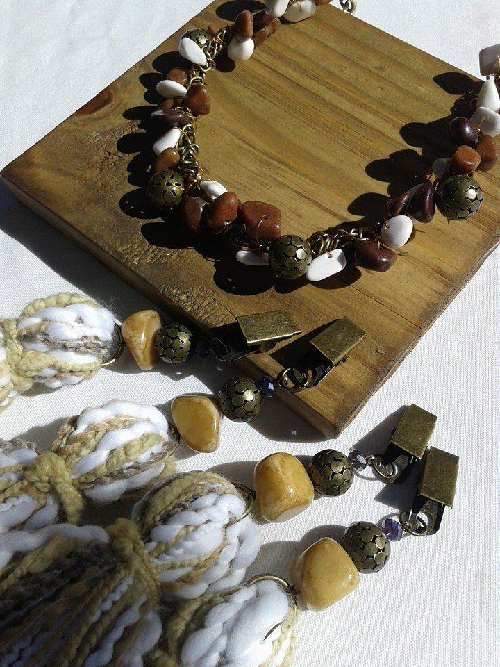 servilletero de madera con pesa de piedras sujeta manteles de lana #deco www.facebook.com/amalgama.bijouxdeco