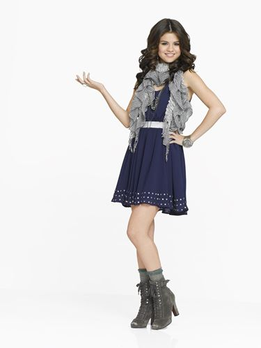 Wizards of Waverly Place star Alex Russo rocks out a scarf a necklace and a dress together