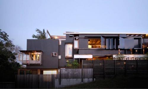 房屋類(House)優勝者:The Left-Over-Space House    由Cox Rayner Architects、Casey和Rebekah Vallance共同設計的私人別墅,位於澳大利亞,由一對父母和兩個孩子同住。評審團表示:「這棟房子真實地反映了屋主的精神。」