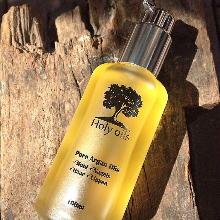 Onze 100% biologische pure Argan olie bevat vitamines, antioxidanten en essentiële vetzuren. De Argan olie Verzorgd, Voed en Hersteld de huid, nagels en het haar. #holyoils#dehallen#dehallenamsterdam#argan#arganoil