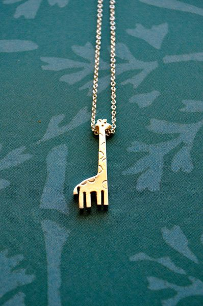 Giraffe necklace. Want it for my birthday xO