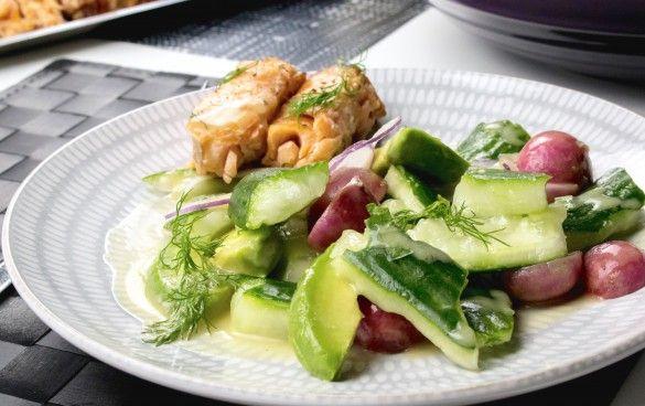 sallad med krossad gurka och varmrökt lax - RECEPT | Uplifting