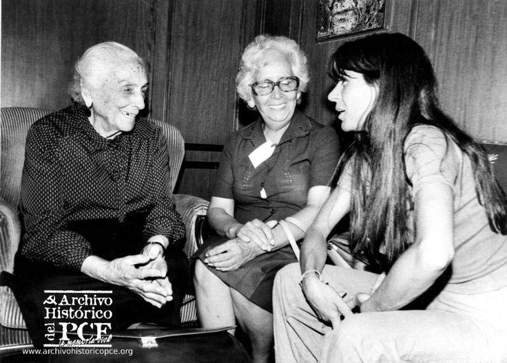 14 de septiembre de 1983, Dolores con Hebe de Bonafini una de las fundadores de las Madres de la Plaza de Mayo.