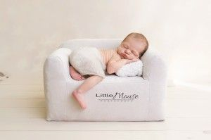 Mini kanapa - Newborn posing couch New, really cute addition to the newborn positioning, but also for photos with infants and older kids. The couch's fabric is very soft, comfy and does not irritate the child's skin. This unique photo prop is great for newborn sessions but you can also use it with the childrens up to 4-5 years. Kids love it!