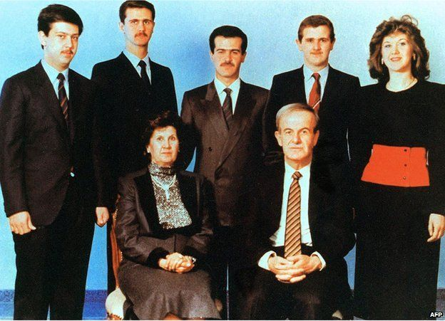 Hafez al-Assad and his wife Anisseh pose for a family picture with his children (L to R) Maher, Bashar, Bassel, Majd and Bushra