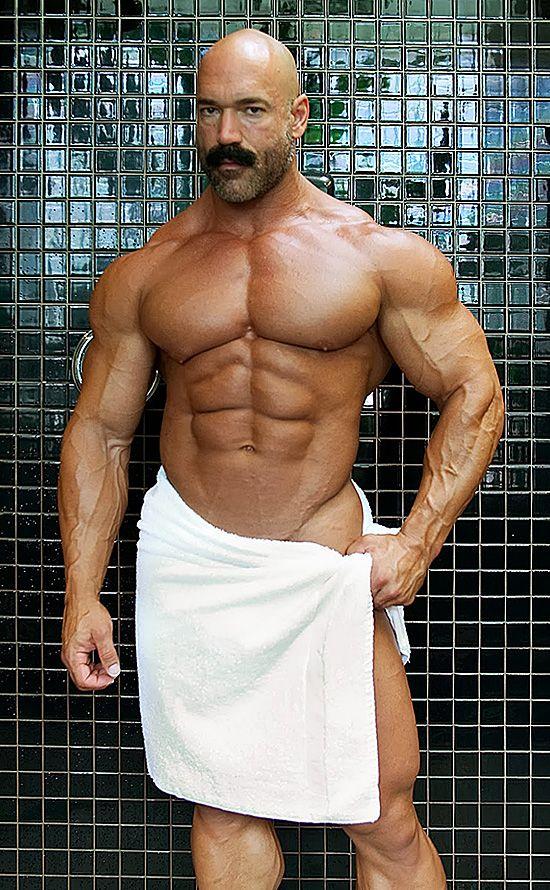 nude mature male bodybuilder