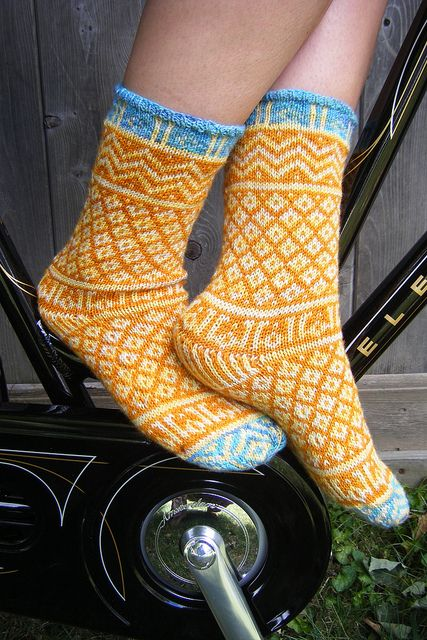 Mamluke socks by craftivore, via Flickr. Love the bright, cheerful pattern on these stranded socks. Very inspiring!