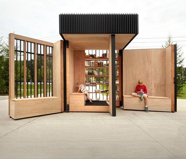 Ce volume noir, simple et compacte de 2,5 m de largeur et de profondeur et 3 m de hauteur, est une bibliothèque extérieure, un lieu de partage et d'échanges dans la ville de Newmarket dans l'Ontario.  À mesure que les utilisateurs se déplacent autour de la boîte, le rythme de ses lattes verticales change. L'enveloppe permet à la lumière de filtrer et offre des vues de l'intérieur et les ouvertures plus larges affichent les piles de livres, encourageant les lecteurs à entrer. Durant la...