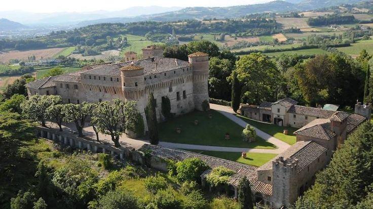 """Il Castello di Civitella Ranieri, maniero medievale nei pressi di Umbertide, la cui prima costruzione risale al XI secolo. E' attualmente sede della """"Civitella Ranieri Foundation"""", che ospita artisti di tutto il mondo per mostre e soggiorni artistici."""