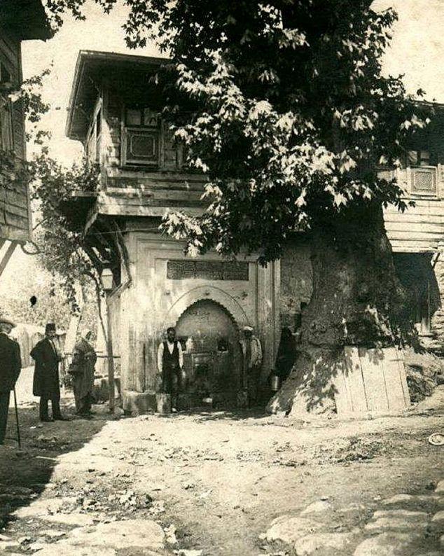 1920 yılında #İstanbul Bu tarihi çeşmenin şehrin hangi semtinde?