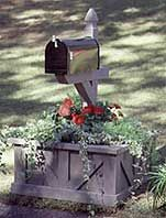 mail box planter - maybe this is a better idea for my mailbox area - although I don't need it quite so tall...