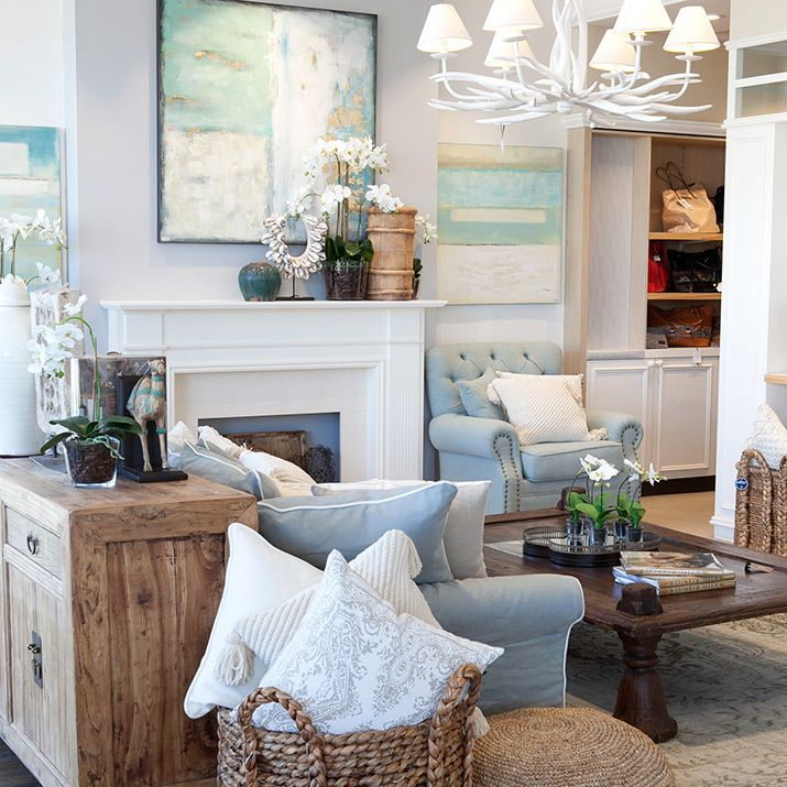Mantel blue lounge with white cushions hamptons chic for Design room x resa