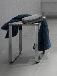 De keuco Plan Kruk / douchezitting voor in de natte ruimte. De zitting met zijn aangename zitcomfort en de 100kg belastbaarheid maken de klapzitting tot een aantrekkelijk inrichtingselement in de douche c.q. u badkamer.