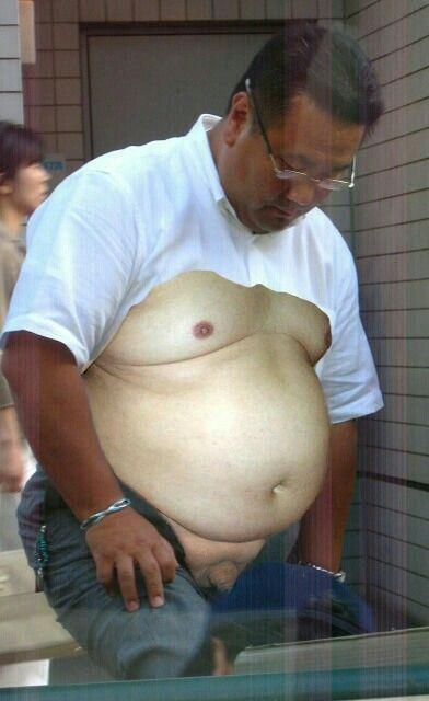 中年おじさんの本当に大きなお腹と乳首とチンポを全て触りたいなぁ~