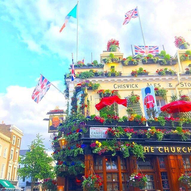 友達のバースデイディナー♡  見た目は素敵なPub!だけど中にはタイ料理屋さんが:)🇹🇭🇬🇧 #ロンドン#ノッティングヒル#タイ料理#london#nottinghill#thaifood
