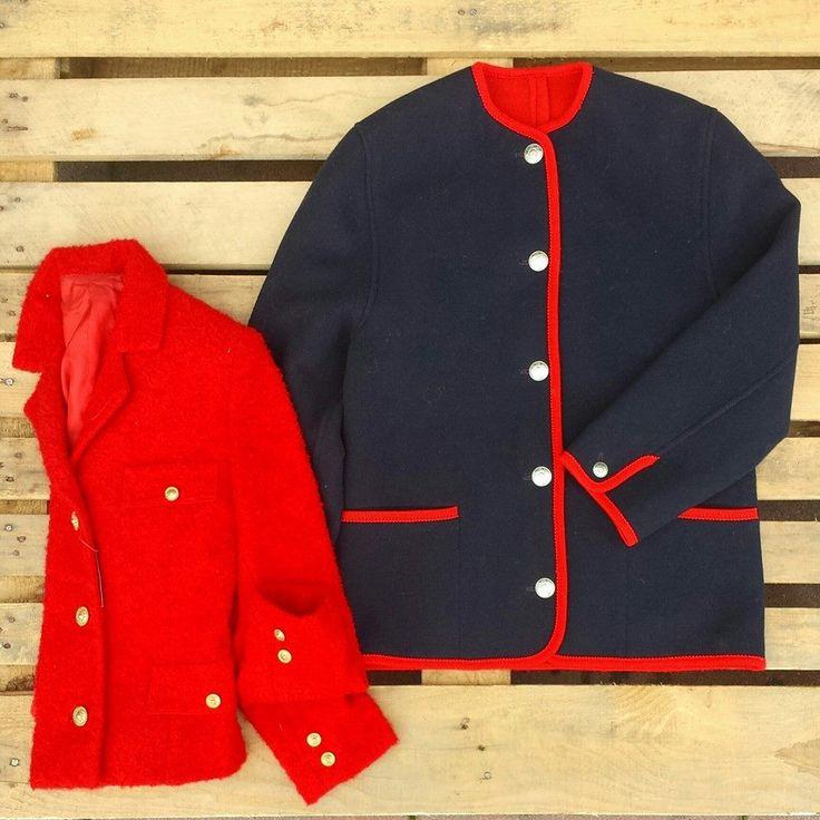 Giacca in lana cotta blu con profili rossi 40 euro, giacca rossa foderata in lana con bottoni gioiello 38 euro! #woodstockzambon   #shop   #vintage   #vicenza   #shopping   #online