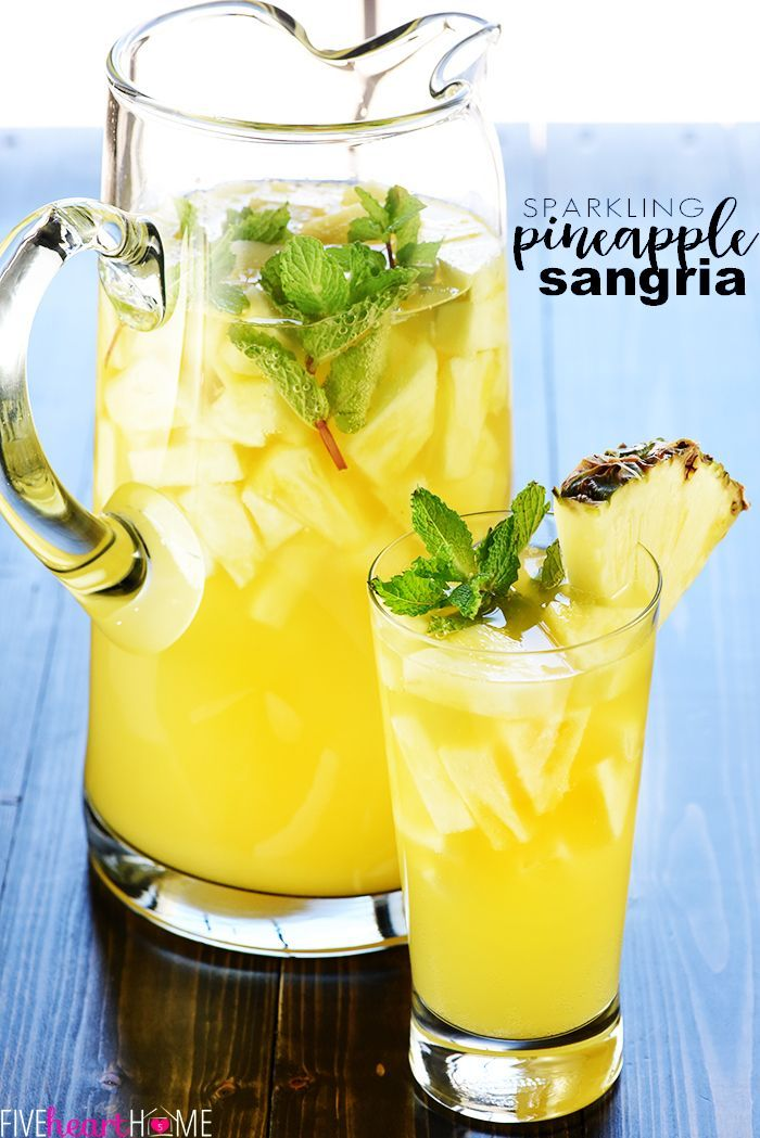 Sparkling Pineapple Sangria Recipe ~ a bubbly, refreshing, tropical summer cockt…