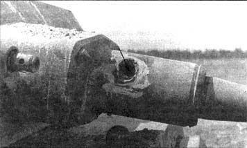 Попадание бронебойно-трассирующего снаряда калибра 37-мм БТ-37 в пушку немецкого среднего танка Pz.III Ausf.J