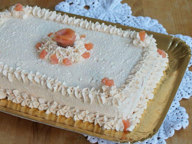 La torta tramezzino è una torta salata senza cottura facilissima da preparare. Ideale come antipasto e aperitivo o su tavole da buffet salati.