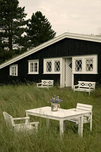 So Nice, Black And White Summer House. Photograph: Stuart McIntyre