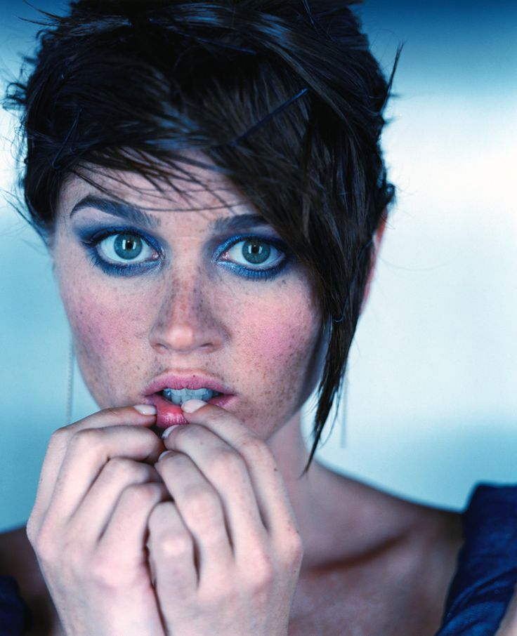 Robin Tunney portrait. (via Picture of Robin Tunney)