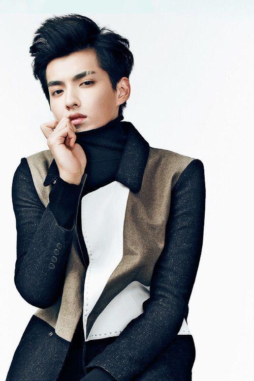 See how successful YiFan oppa is? u,u #Galaxy Hyung #Fanfan #KrisWu