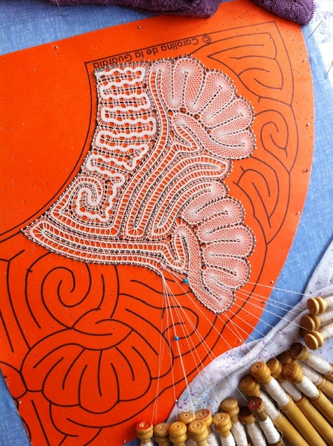 Links to blog not in English and not to this photo, but this is so inspiring to me. I have no idea how to make bobbin lace, but this gives me some idea! Beautiful work. Encaje de Hinojosa - Witch Stitch Lace - www.carolgallego.com.