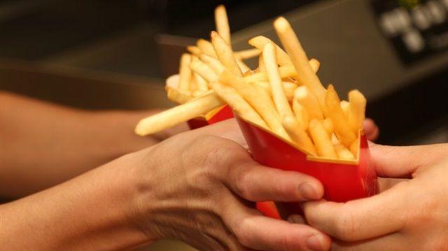 Ünlü fast food zincirinin 'patates' hilesini çalışanlar anlattı