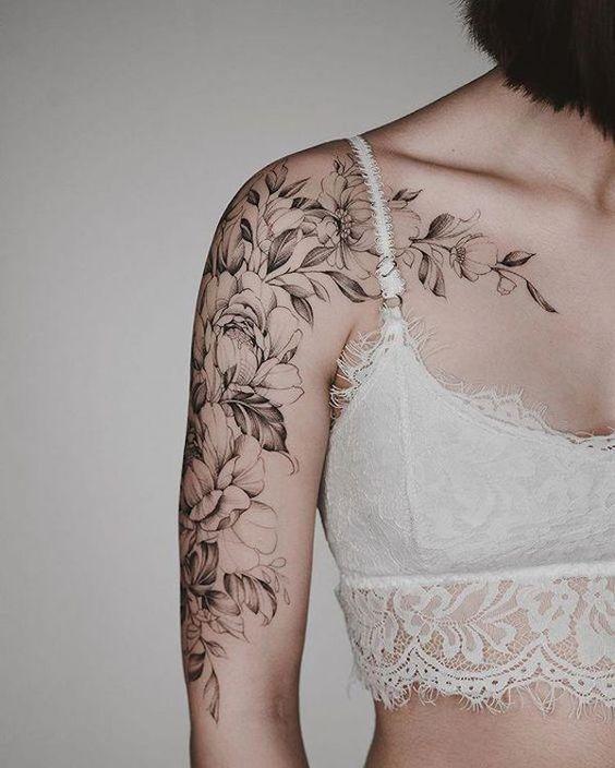 A tatuagem feminina no braço vem sendo muito comum, então confira hoje (08 de abril) as melhores inspirações para você … em 2020 | Tatuagens, Tatuagem, Tatuagens aleatórias