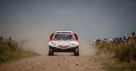 Se acabó la aventura del auto 100% eléctrico del Dakar 2015 Fue descalificado en la tercera etapa por saltear varios controles.  http://tn.com.ar/deportes/esencial/se-acabo-la-aventura-del-auto-100-electrico-del-dakar-2015_560674