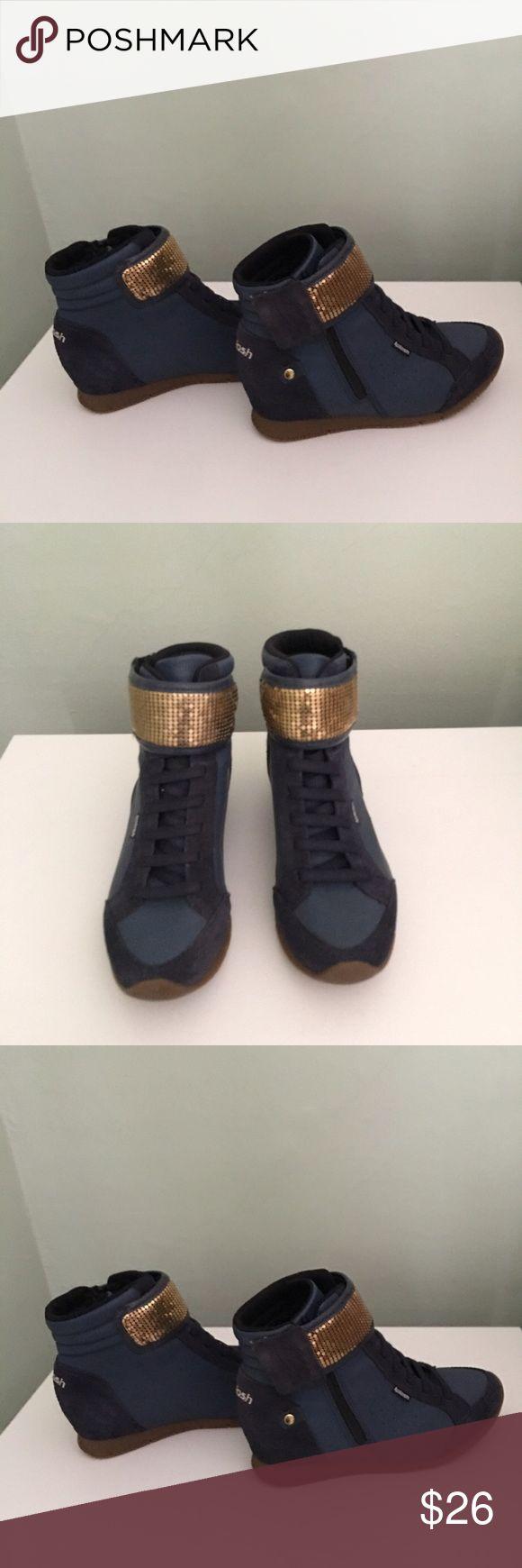 Kolosh sneaker Kolosh sneaker it has been used only twice very comfortable! Made in Brazil ! Kolosh Shoes Sneakers