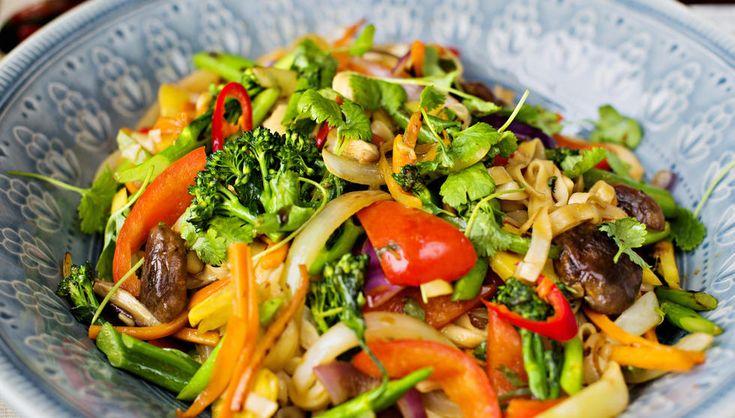 Nudler med grønnsaker og østerssaus