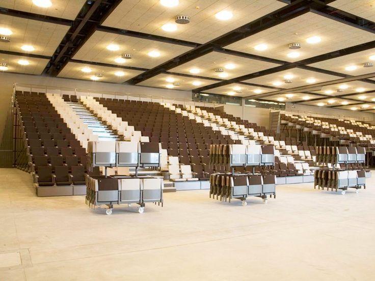 Gradene retractabile ,Scaune amfiteatru, scaune colegiu și universitate, scaune conferință .