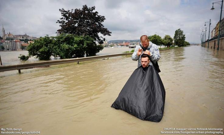 Budapest   Flood 2013. Temporary Hair Salon. credit: Tóth Gergő. Photostream on Facebook @ https://www.facebook.com/BudapestPocketGuide & on Google+ @ https://plus.google.com/b/115990222400409382986/115990222400409382986/posts  #budapest #flood #danube