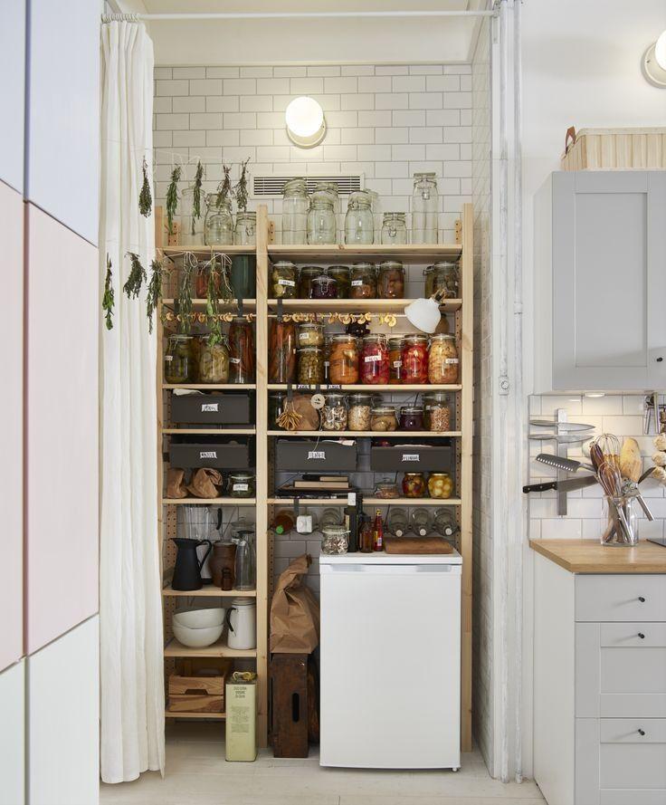 Dissimule Derriere Un Rideau Le Garde Manger Ivar D Ikea A Tout Pour Plaire Idee Decoration Cuisine Meuble Rangement Amenagement Placard