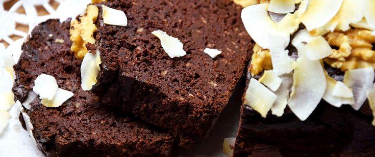 Jeżeli można się tak nazwać, to jestem deseroholiczką. Uwielbiam (przede wszystkim zdrowe) desery, ciasta i ciasteczka. Ogromną radość sprawia mi ich przygotowanie, zajadanie się nimi oraz fakt, że smakują one, tak samo bardzo jak mi, moim bliskim, znajomym i czytelnikom. Zauważyłam również, że na moim blogu królują słodkości, a wytrawne smakołyki zajmują dopiero drugie miejsce. …