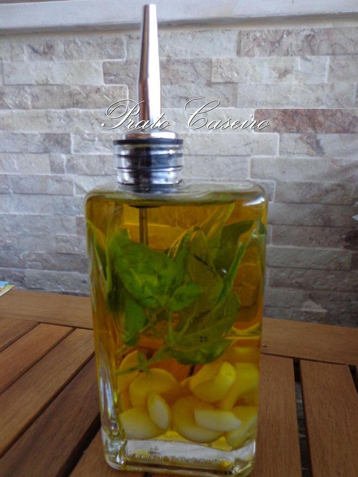 Ora cá estou eu de novo. Hoje para vos apresentar algo que adoro. Seja simples ou aromatizado, o azeite é presença assídua e obrigatória, di...