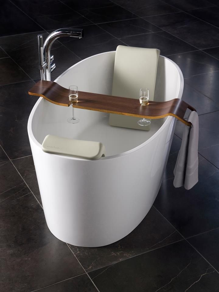 Sexy tub the luxury victoria albert ios tub with tombolo for Bathroom caddies accessories