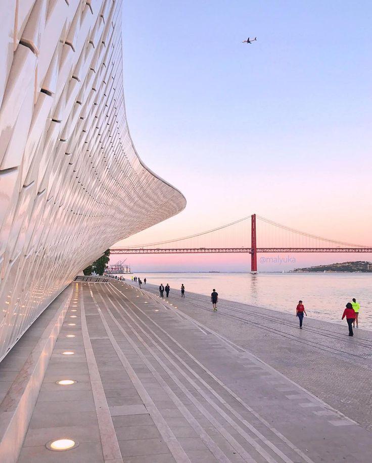 """2,887 Gostos, 43 Comentários - Юлия 🖤 Лиссабон • Португалия (@malyulka) no Instagram: """"Захлестнуло волной современного искусства район Белем. Сначала там появился музей современного…"""""""