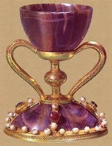 ARTICULO 2 - 09 – Por ejemplo el Archivo Secreto Vaticano, templarios, rosacruces, masones y el mismísimo Santo Grial. Algunos de ellos se vincularon al nazismo, como el alemán Otto Rahn.