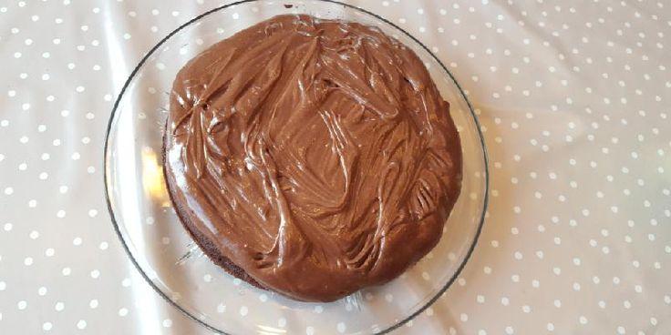 Crazy crazy cake uten gluten, egg og melk - Skal du lage en eneste gluten, melk og eggfri* kake er dette kaka du skal prøve deg på; en gluten og melkefri crazycake med syrlig og søt ostekrem med kakaoi på toppen. Dette er ikke slankekost - bare veldig godt!