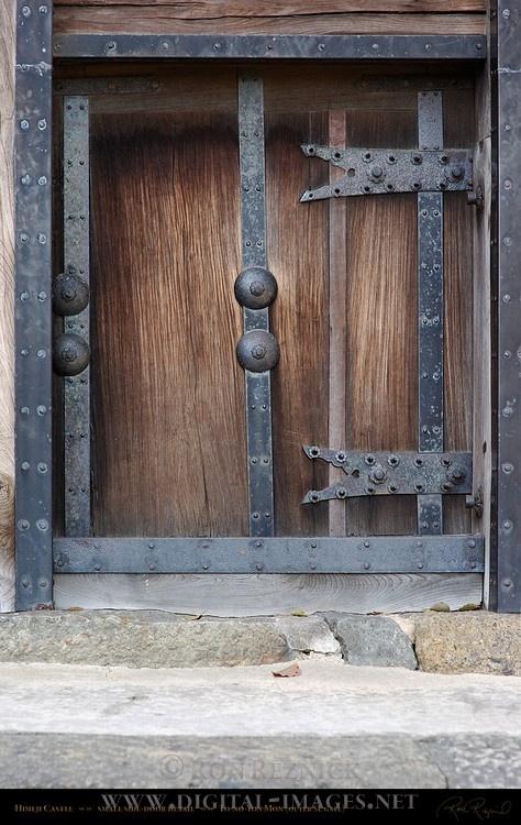 Himeji Castle Gate detail Side Door To-no-Yon Mon Outer Southeast Gate Shirasagi-jo White Heron Castle Himeji Japan & 445 best Doors images on Pinterest | Windows Front doors and Entrance Pezcame.Com