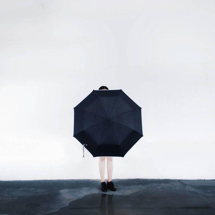 Auto open + Auto close umbrella type. Ame - Kasa Series, it's not your ordinary umbrella. Email us for more info ☔ . . . . . . #rain #rainwear #fashion #season #design #raincoat #rainydays #love #vscocam #raining #blackandwhite #pouring #liveauthentic #rainydays #water #clouds #cloudy #photooftheday #umbrella #instagood #gloomy #rainyweather #instamood #smile #picoftheday