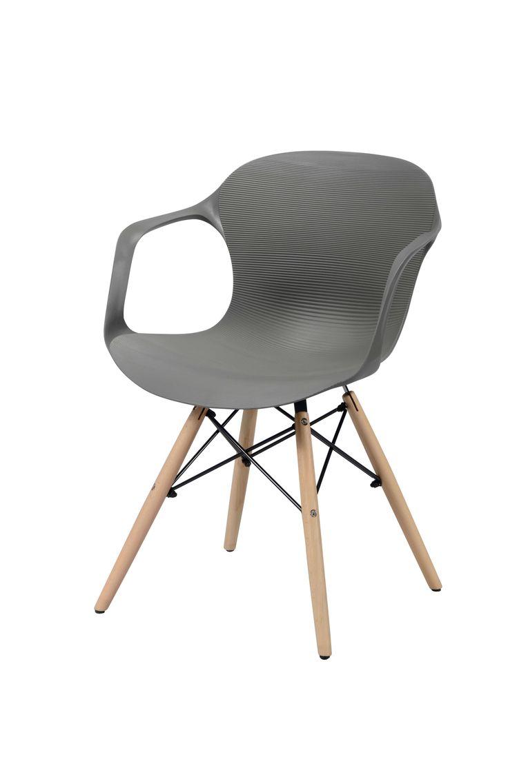 Eetkamerstoel polypropyleen grijs - leverbaar per 4  Description: Creëer een knusse hoek in je eetkamer met deze Eetkamerstoel polypropyleen grijs. Deze stoel heeft een kuip voorzien van subtiele ribbels uitgevoerd in polypropyleen. Polypropyleen is een kunststofsoort dat sterk en zeer kleurvast is. De stoel is afgewerkt met vier houten pootjes en een stalen spiderframe. Echt een comfortabele stoel waarin je heerlijk zit en geniet van iedere maaltijd. Deze stoel met een afmeting van 52 x 55…