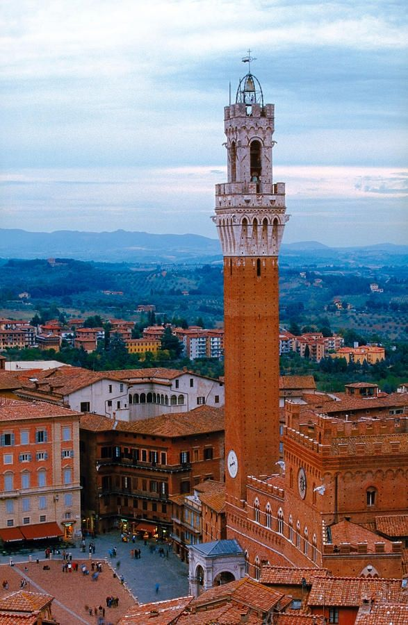 The #TorredelMangia, in #PiazzadelCampo, Siena. When built, the Tower, symbol of Siena, was one of the tallest secular towers in medieval Italy (88 metres - 289 feet).