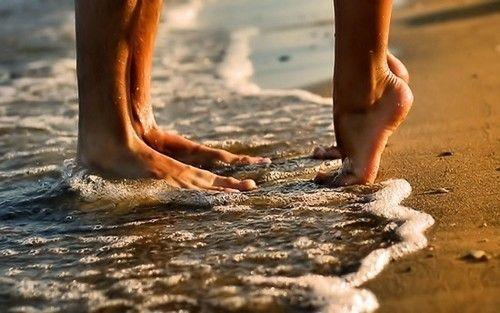 ;D#Repin By:Pinterest++ for iPad#: Sandy Then, At The Beaches, A Kiss, Engagement Photo, Beaches Photo, Beaches Feet, Photo Ideas, The Ocean, Summer Love