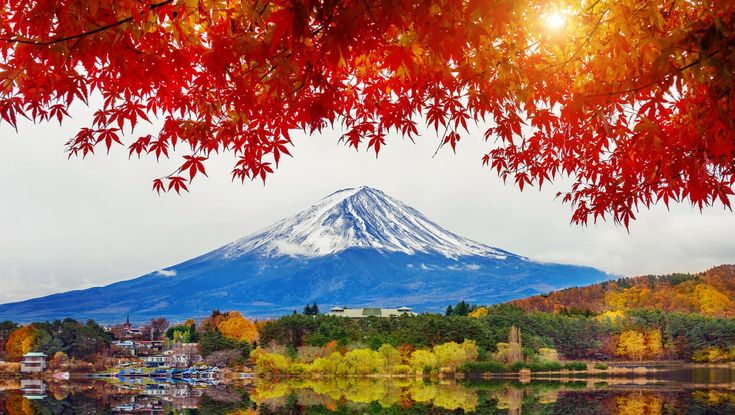 Autumn Season and Mountain Fuji at Kawaguchiko lak…